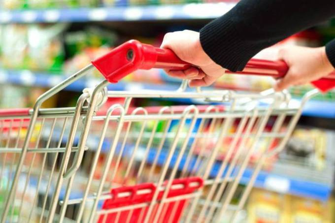 Las etiquetas pueden tener advertencia para altos niveles de grasa, azúcar y sal